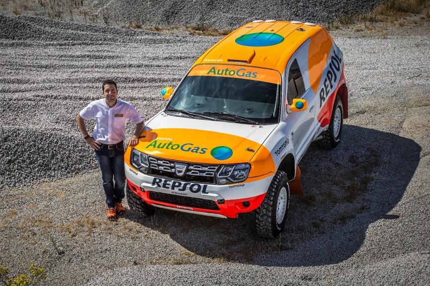Enrique_Bonafonte_and_his_Dacia_Duster_LPG.jpg